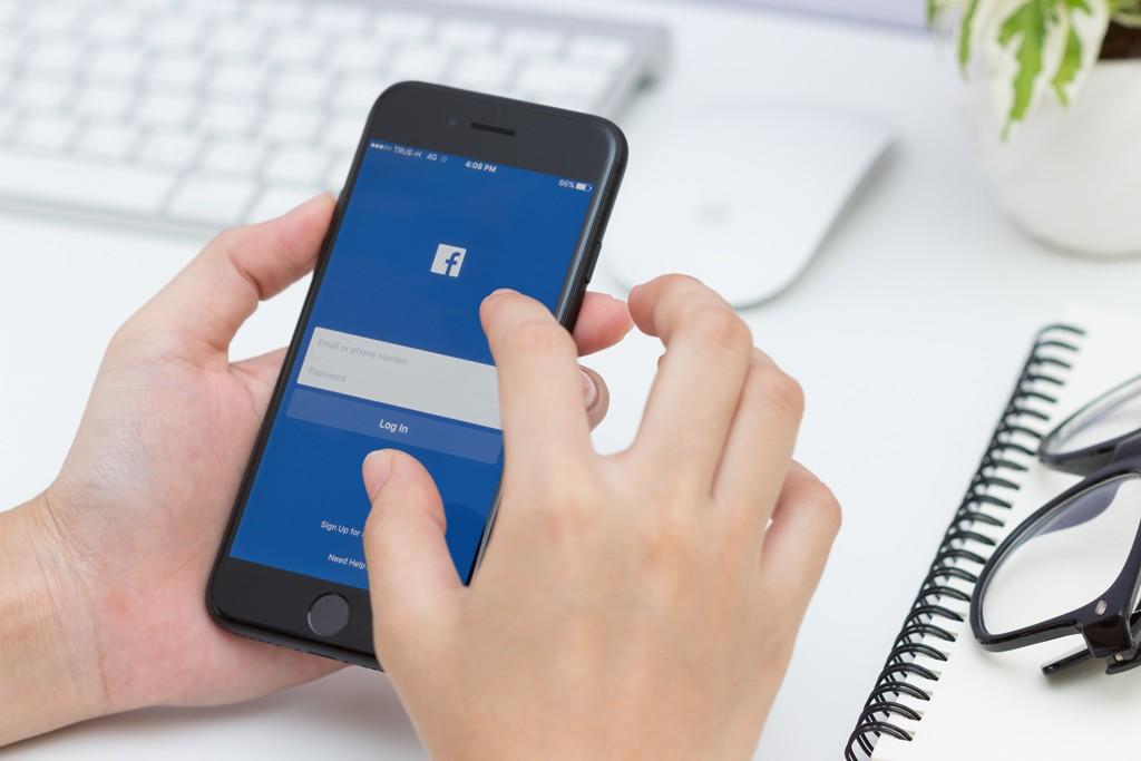 Sensacyjne artykuły przechwytują dane logowania doFacebooka