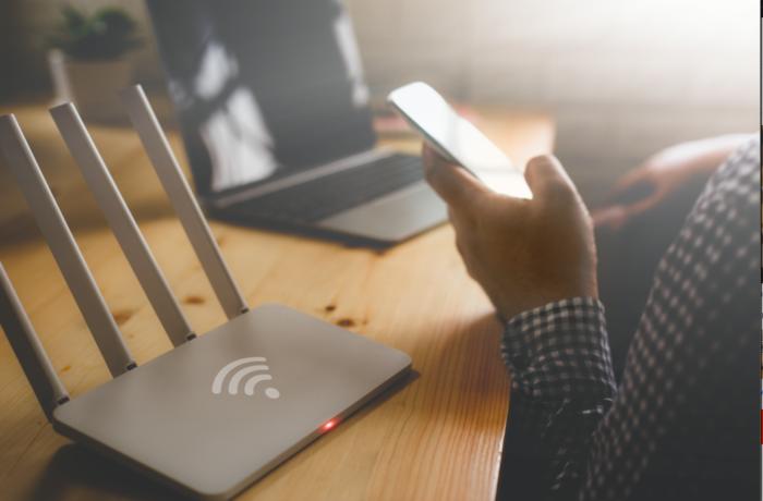 Ozabezpieczeniu domowej sieci Wi-Fi orazmałym triku dla rodziców. Podstawowa wiedza odekspertów CyberRescue